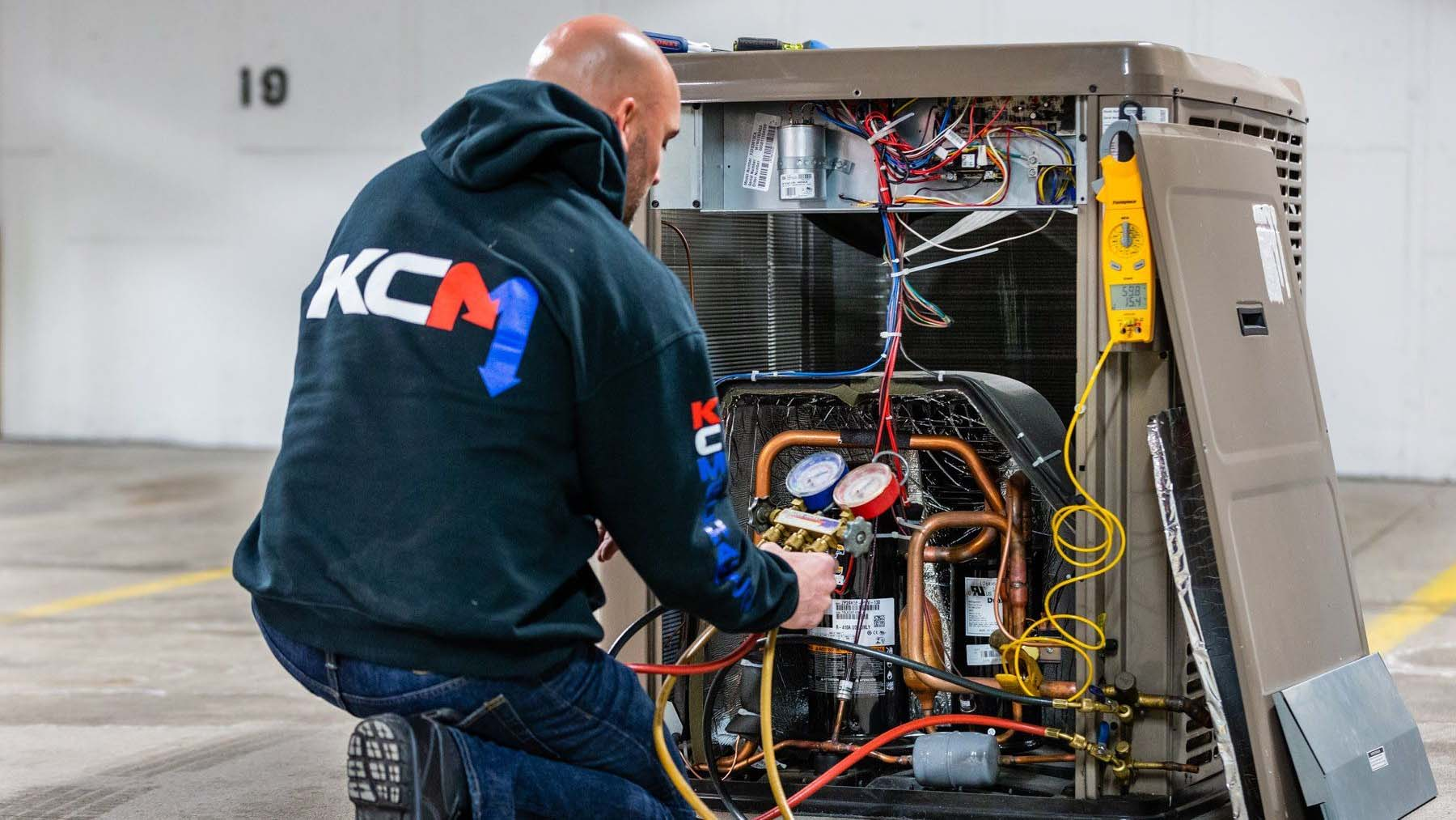 Heating and air conditioning HVAC service tech in Omaha, NE